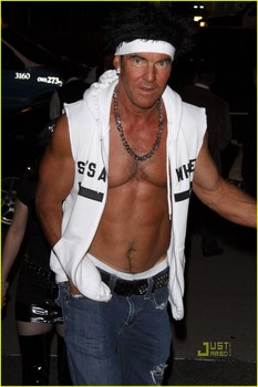 dennis-quaid-shirtless-jersey-shore-guido-for-halloween-01.jpg