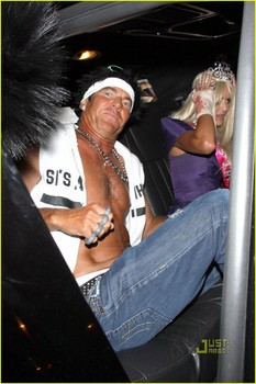 dennis-quaid-shirtless-jersey-shore-guido-for-halloween-06.jpg